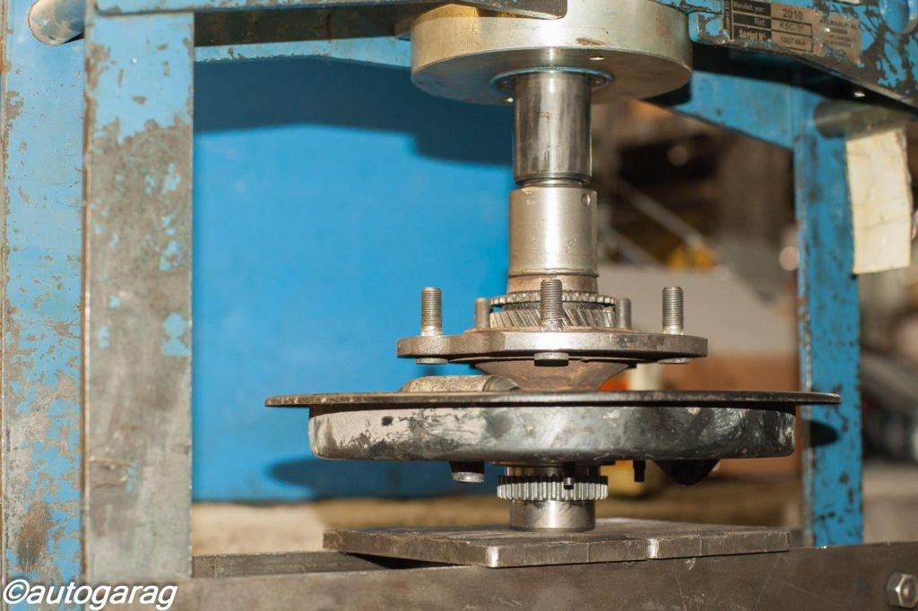 Все работы проводятся в соответствии с инструкцией завода изготовителя